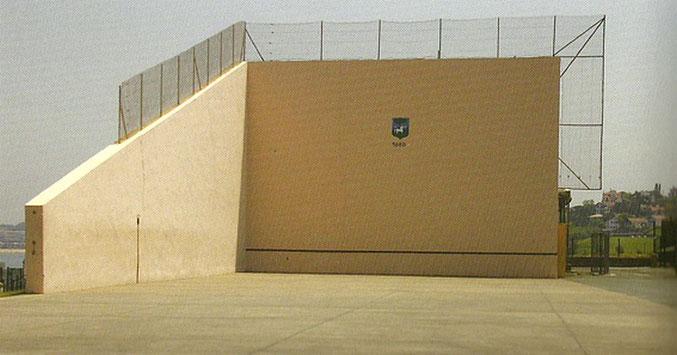 Socoa - Le fronton mur à gauche