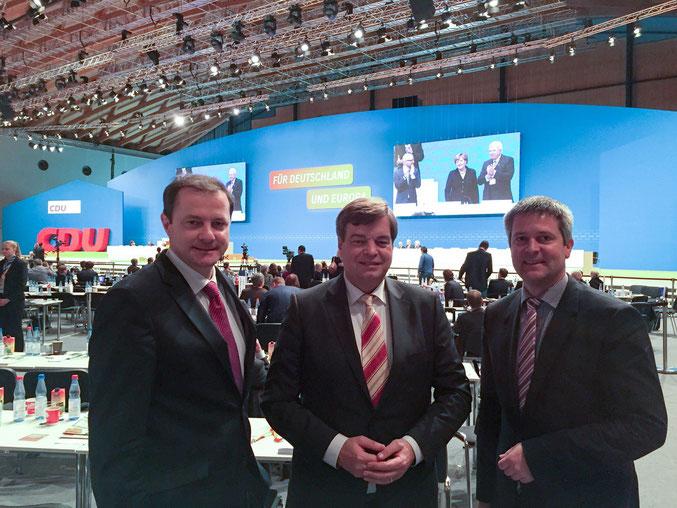 Foto: Die Delegierten aus Cuxhaven und Stade (von links):  Oliver Grundmann MdB, PSts Enak Ferlemann und Frank Berghorn Kreistagsfraktionsvorsitzender Cuxhaven