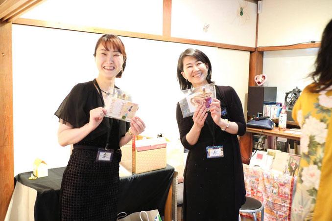 左:あこちゃん(平新綾子さん)、右:西山絵美さん