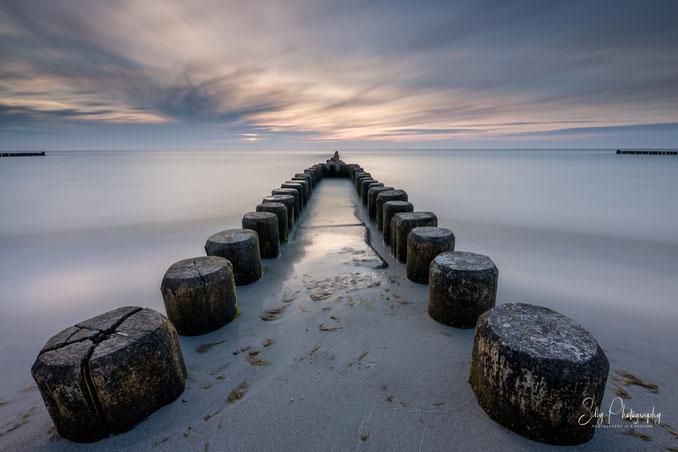Darß / Ahrenshoop, Ostsee, Buhnen, Sonnenuntergang, Langzeitbelichtung, 2019, © Silly Photography