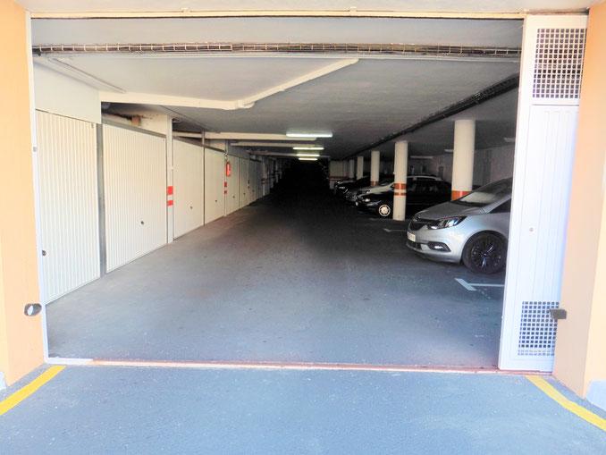 Zufahrt zu den Garagen