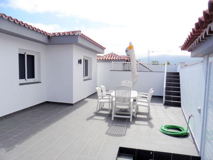Blick auf das Haus/Terrasse von der Vorderseite