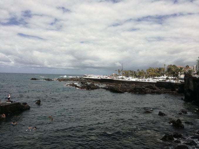 Blick vom San Telmo auf die Meeresschwimmb