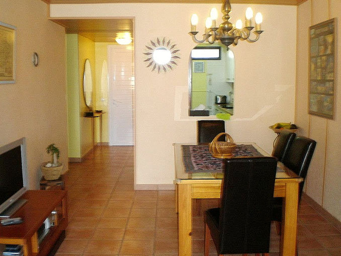 Eingang mit daneben liegender Küche
