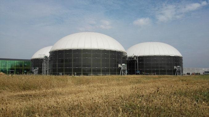Biodigestor construido en base a tanques de acero vidriado - Aqualimpia