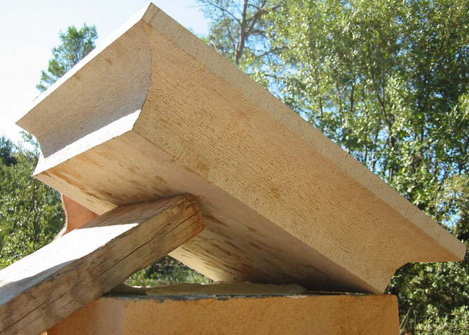 capitals-stone-entrecasteaux-var-carved-83-installation