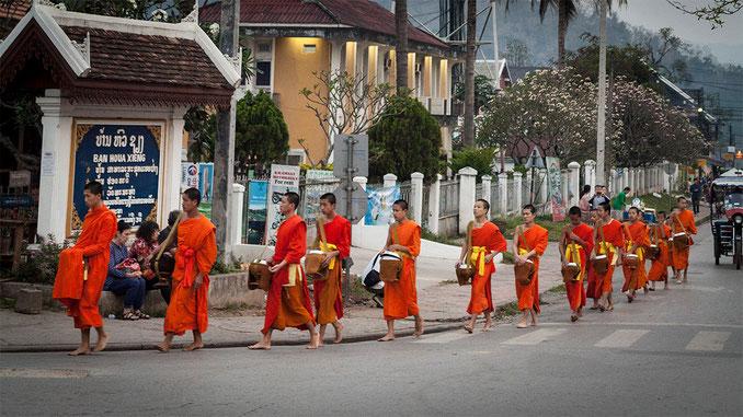 """Ceremonia del """"Binthabat""""..."""