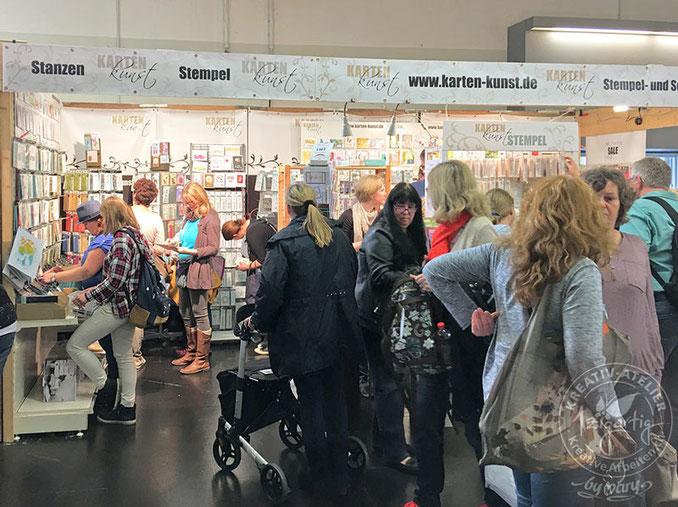 Buntes Treiben an den verschiedenen Ständen der CREATIVA Messe in Dortmund