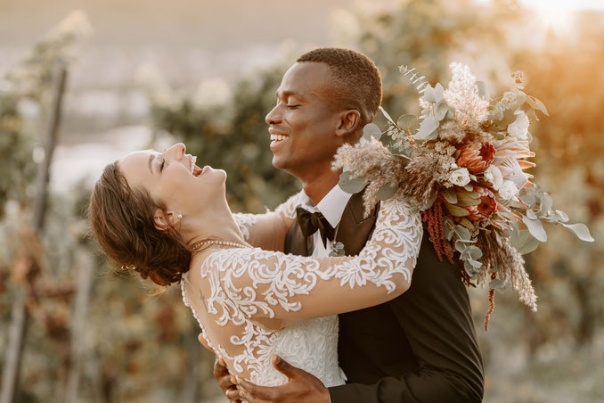 Hochzeitspaar im Boho-Stil
