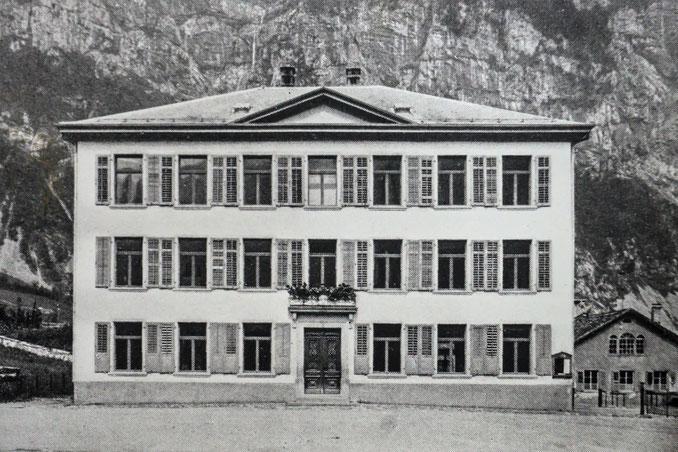 Schulhaus Netstal um 1900