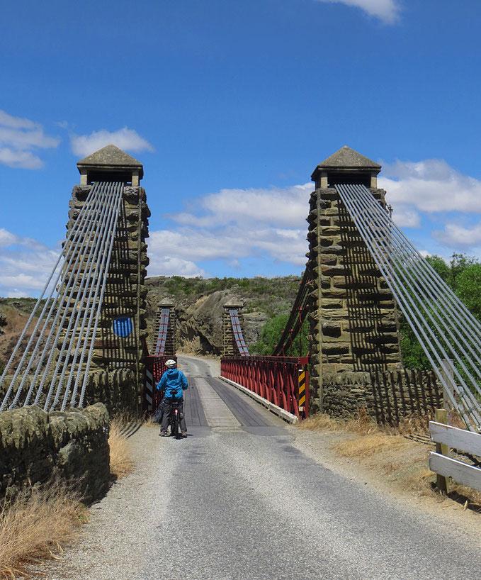 Schöne alte Brücke bei Ophir.