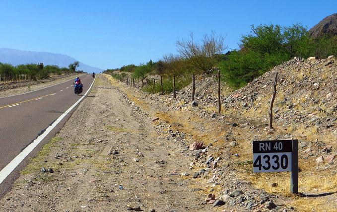 Nur noch 4330 Kilometer bis Ushuaya . . .