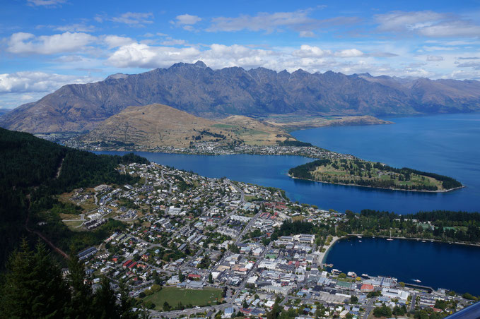 View on the descent back into Queenstown