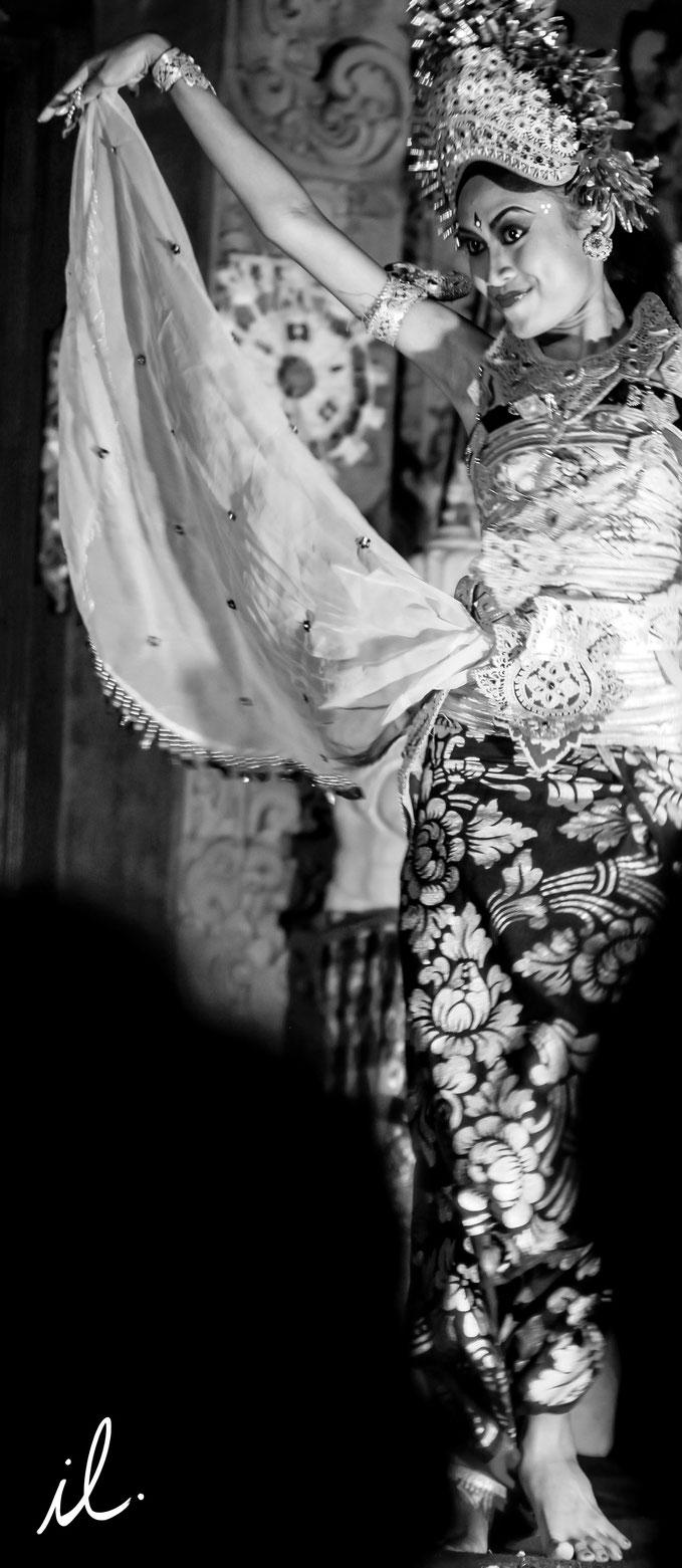 Danseuse javanaise cliché Isaure Lambert