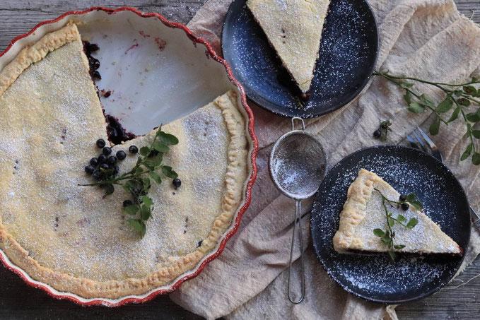 Heidelbeerpie auf einem Teller