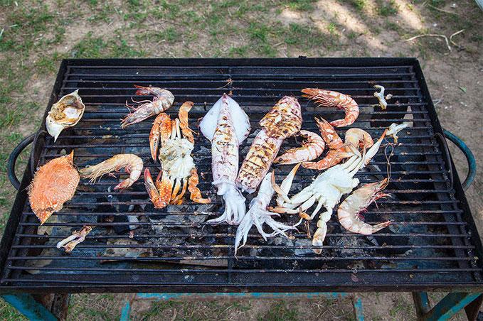 Cangrejos, gambas y calamares... las especialidades de la zona.