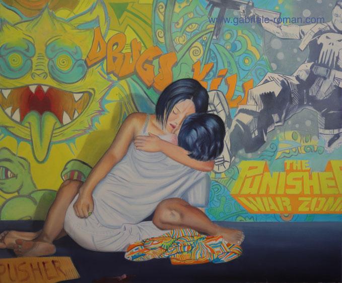 """Grafitti im Hintergrund: Drugs kill, The Punisher - War Zone. Vordergrund: Frau hält erschossenen Mann im Arm. Karton beschriftet mit """"Pusher"""" Beruht auf wahre Ereignisse auf den Philippinen unter Duterte, der Todesschwadrone gegen sein  Volk schickt."""
