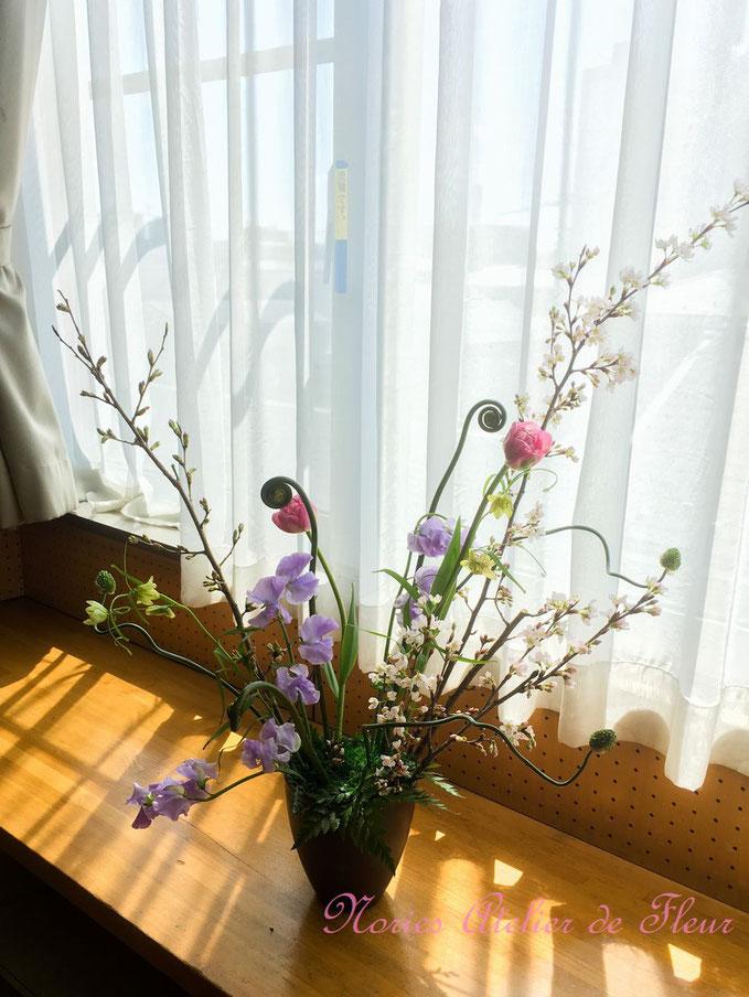 桜の枝の放射状のデザイン