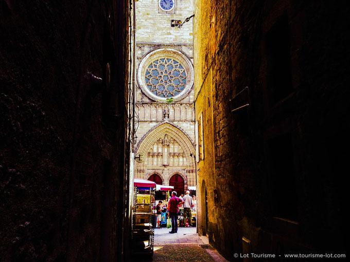 Cathédrale St Etienne - marché de Cahors © Lot Tourisme A. Druine