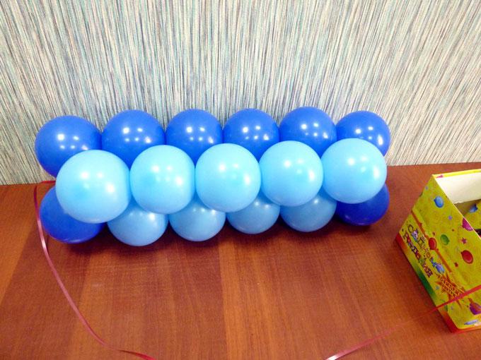 Первая строка панно из воздушных шаров