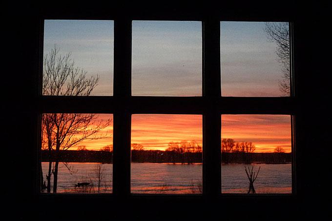 Die abendliche Elbe vor der Tür