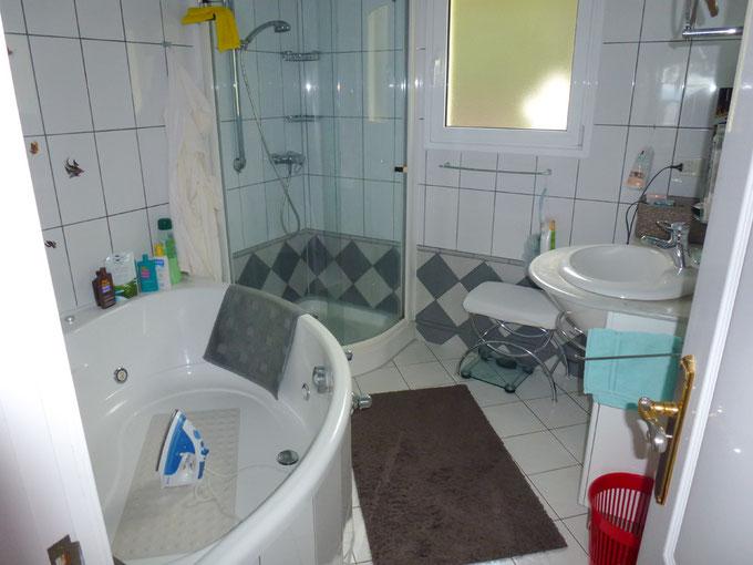 Masterbad mit Whirlpool und Dusche