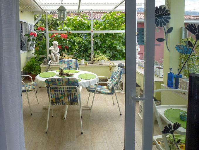 Diese Terrasse bietet Wintergarten-ähnliches Gefühl