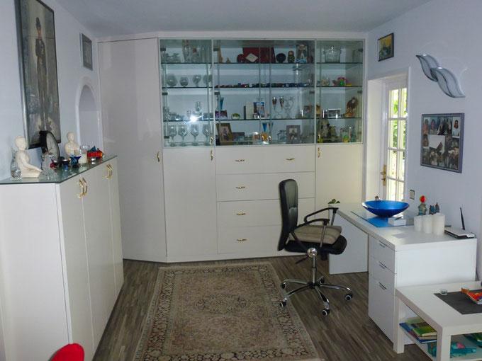 Arbeitsbereich neben dem Wohnzimmer
