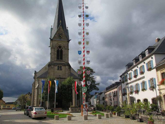Marktplatz Bischofsgrün mit dem Gasthof Puchtler