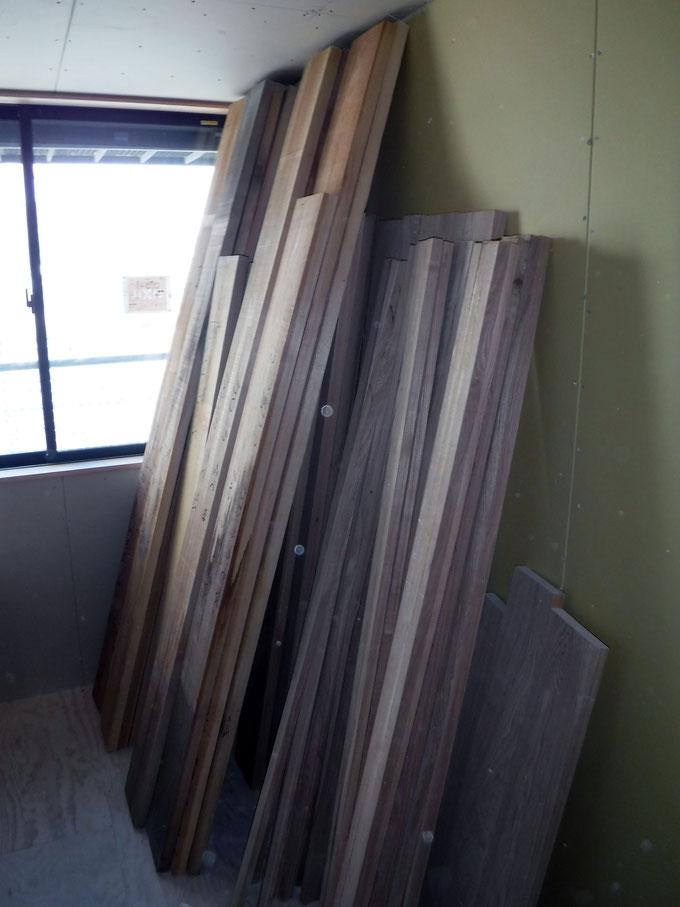 ドア枠の木取りです