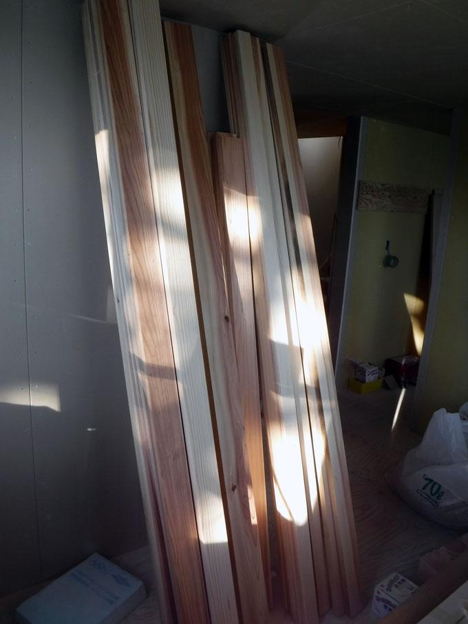 削り終えた後の杉の枠材です