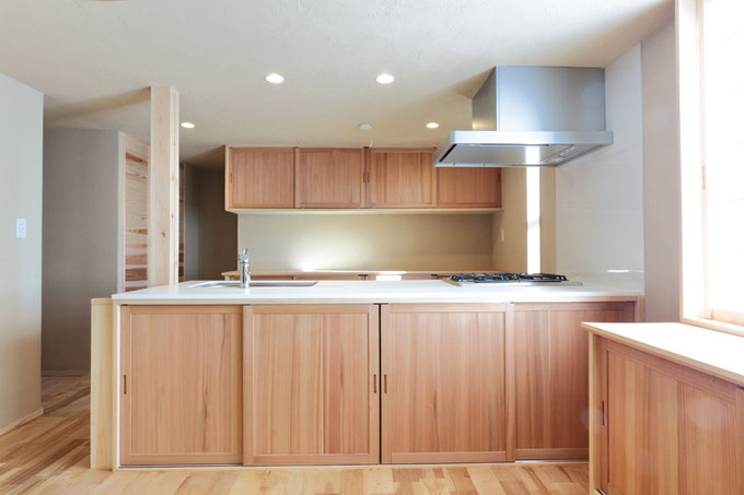 既製品では出せない味のある雰囲気の造作キッチン