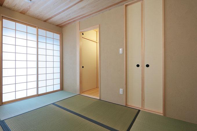 1階には和室を設けて落ち着いた雰囲気に