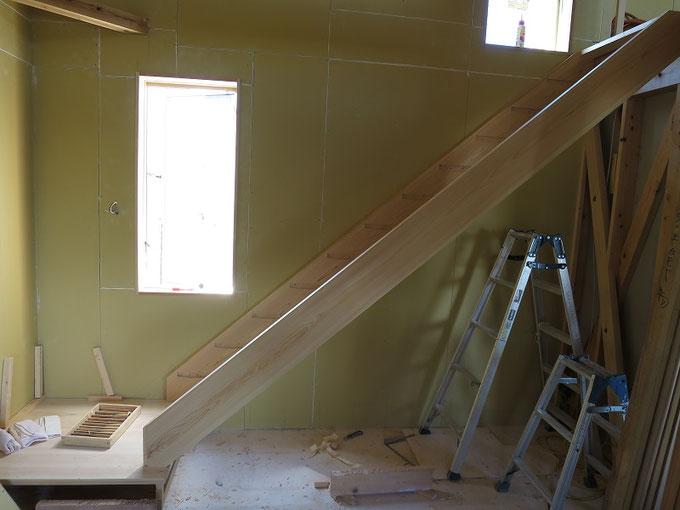 直階段のササラ板の取付です