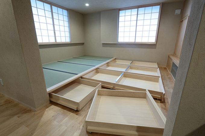 小上がりの畳コーナー部分に設けた大容量の収納スペース