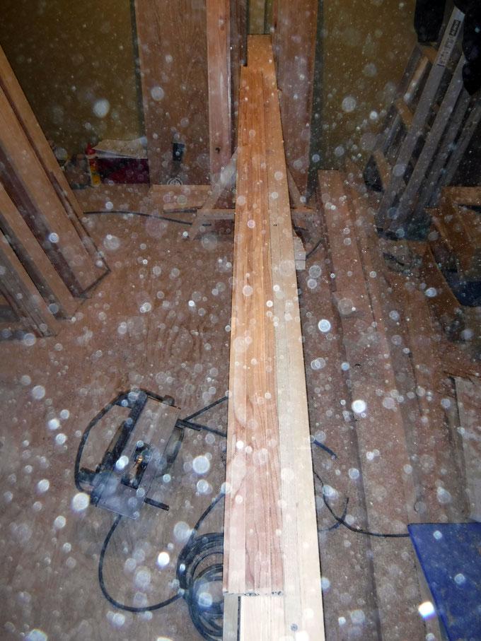 荒木の枠材をプレーナーで削ります
