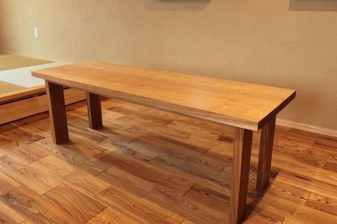 造作のタモのリビングテーブル