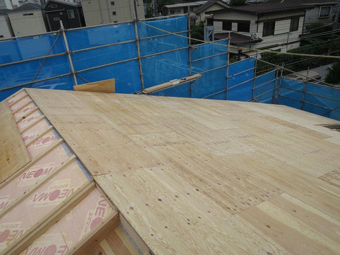 屋根野地板の施工