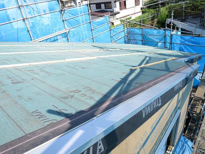 屋根水切り取付です