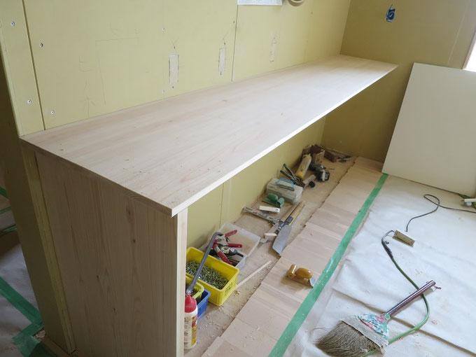 キッチンの造作家具の取付です