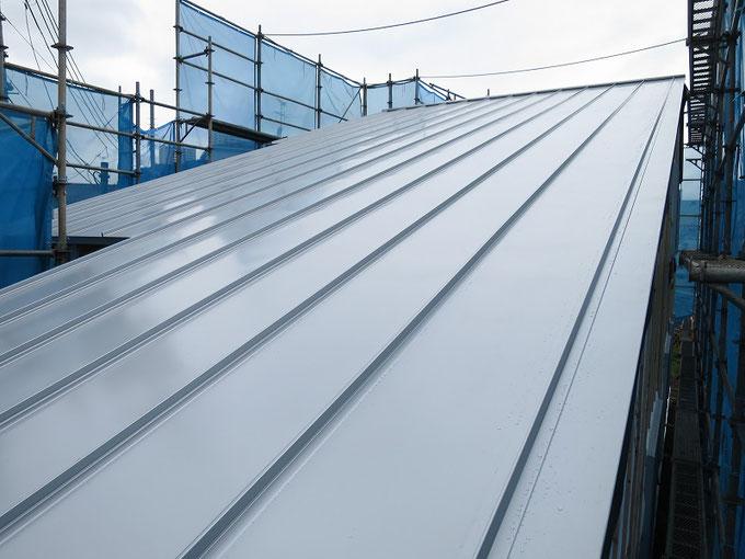 ガルバリウム鋼板の縦葺き屋根