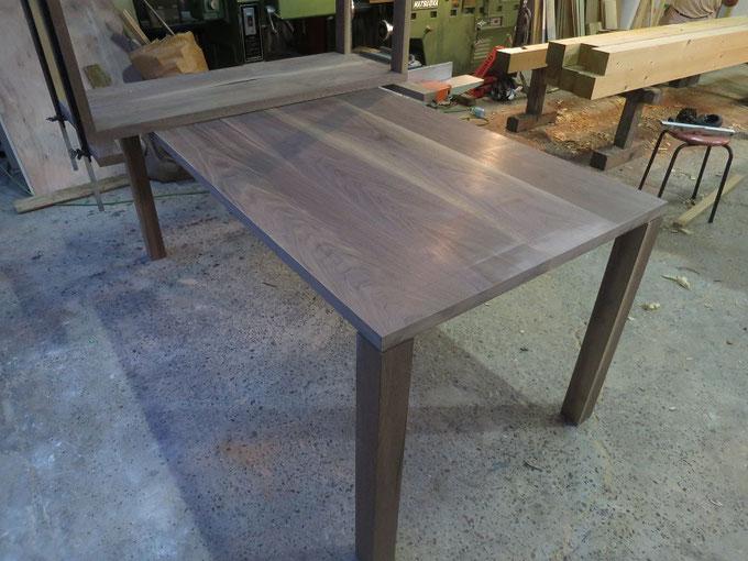 ブラックウォールナットのダイニングテーブルが完成です