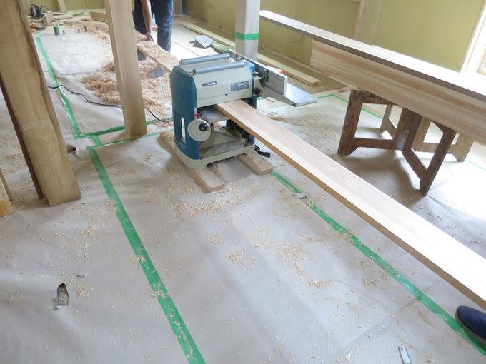 家具に使用する天板の加工です