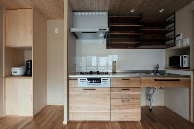 面材にナラを使用した造作のキッチン