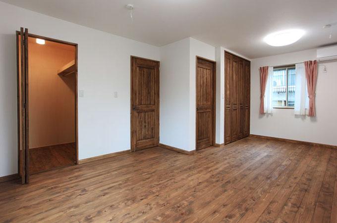 3階の寝室は将来のことを考えて間仕切れるように設計し、お子様の成長に合わせて可変性ある部屋としました。