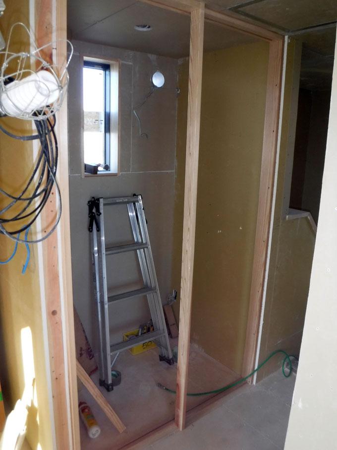 トイレの片引き戸です