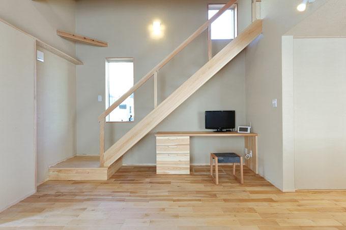 階段下を有効活用したワークデスク