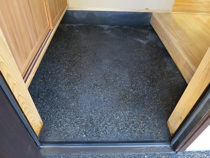 玄関土間をモルタル洗い出し仕上げできれいに仕上げました