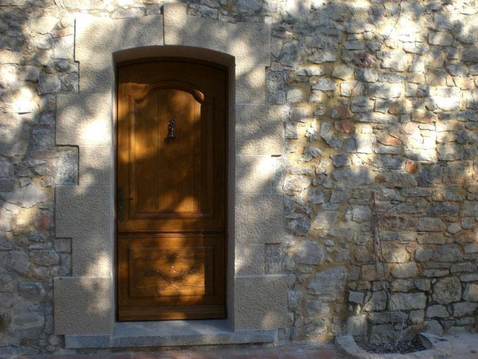 encadrement-porte-pierre-taille-thoronet-var-83