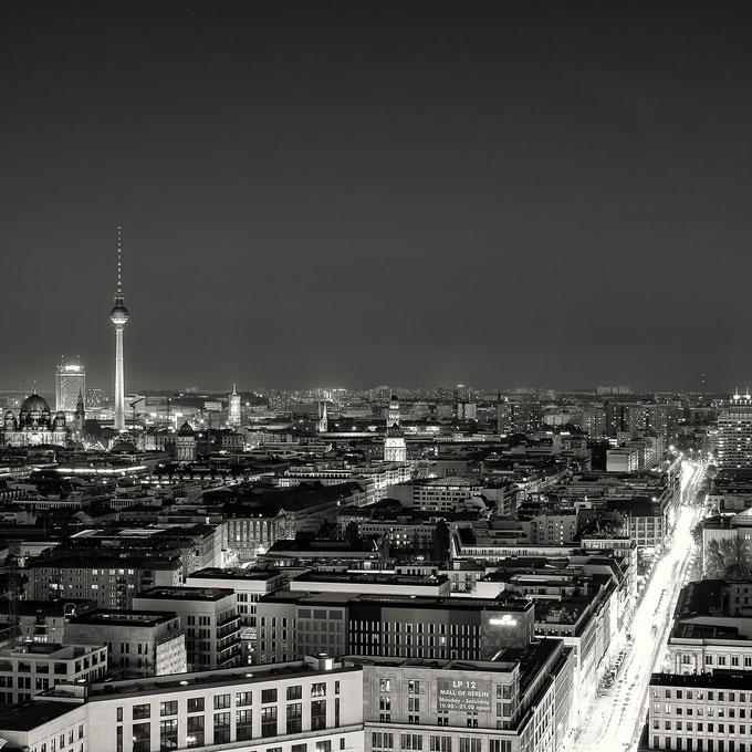Berlin at Night (Copyright Martin Schmidt, Fotograf für Schwarz-Weiß Fine-Art Architektur- und Landschaftsfotografie aus Nürnberg)